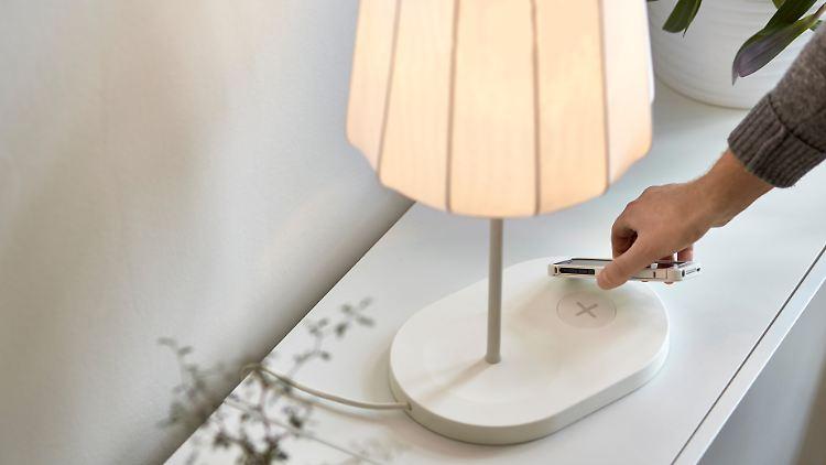 Ikea Macht Schluss Mit Kabelsalat Möbel Laden Smartphones Drahtlos