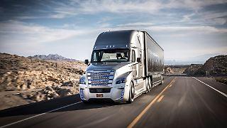 Daimler_freightliner_Innovation_Truck_6.jpg