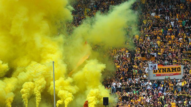 fußball_Dresden_rauch.jpg