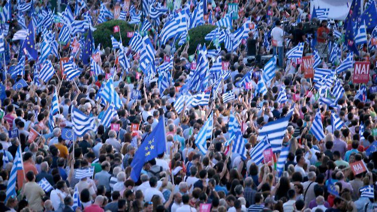 2015-07-03T183947Z_271116085_LR2EB731FU0M9_RTRMADP_3_EUROZONE-GREECE.JPG4954539572464988403.jpg