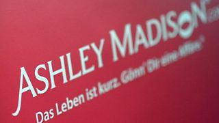 Hacker haben offenbar die Kundendatenbank des Seitensprung-Portals Ashley Madison erbeutet und erpressen nun den Betreiber. Foto: Britta Pedersen/Archiv