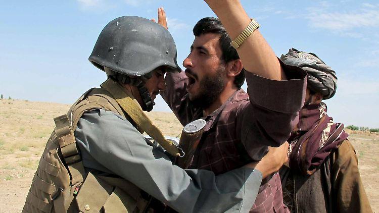 2015-07-30T083508Z_669382870_GF20000008528_RTRMADP_3_AFGHANISTAN-TALIBAN-FIGHTING.JPG5969293751566619486.jpg