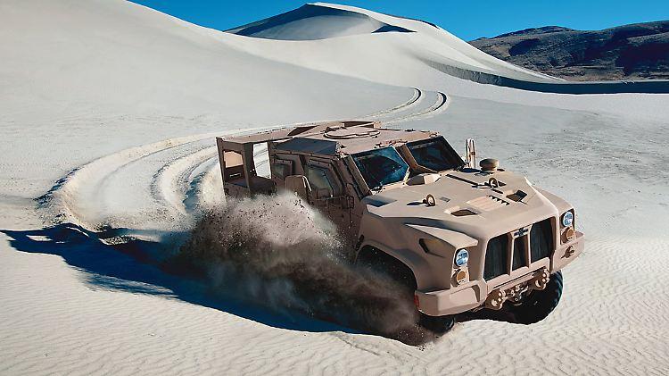LAND_L-ATV_Sand_Dune_Oshkosh_lg.jpg