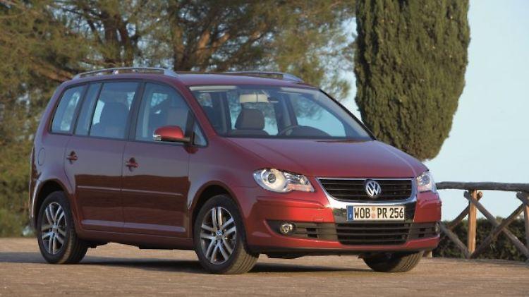 VW Touran 2006.jpg