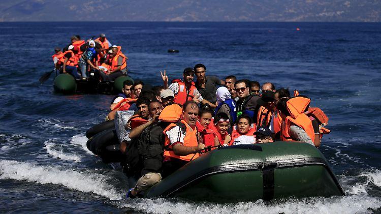 boat refugees.jpg