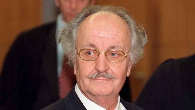 Zu Krank Fur Den Gerichtssaal Ex Baulowe Schneider Verhandlungsunfahig N Tv De