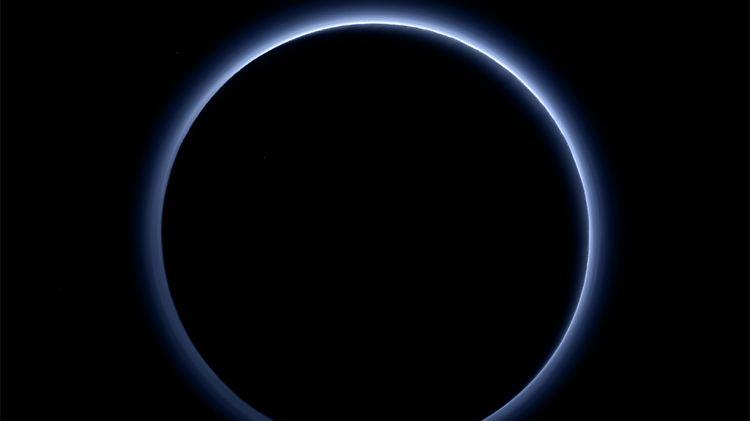Pluto blauer himmel Kopie.jpg