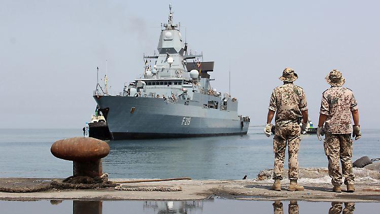 Fregatte Sachsen F 219, beim Einlaufen in den Hafen 8746324139_53164aff2d_o.jpg