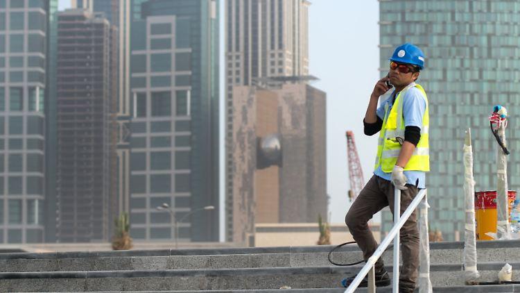 Fussball Wm 2022 In Katar Amnesty Kritisiert Ausbeutung Auf