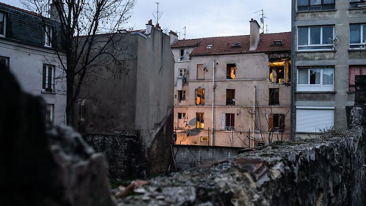 Hinterhof des Hauses in Saint-Denis nach der Erstürmung der Wohnung. Ein Komplize von Abaaoud ließ dabei einen Sprengstoffgürtel detonieren.