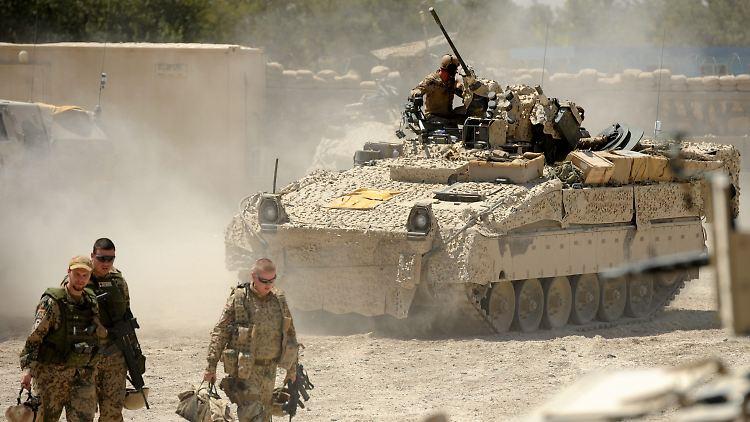 Für ihre Auslandseinsätze braucht die Bundeswehr neue Ausrüstung - hier im Bild ein Schützenpanzer des Typs