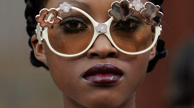 Auf Englisch werden auch Schutz- oder Sonnenbrillen als