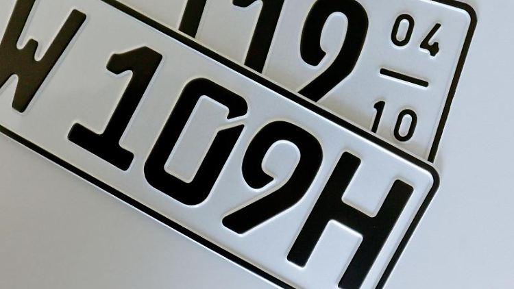 Für Oldtimer ist die Zulassung per H-Kennzeichen die günstigste Lösung - allerdings auch schwer zu bekommen. Das Saisonkennzeichen ist für viele Klassiker daher die bessere Alternative. Foto: Markus Scholz