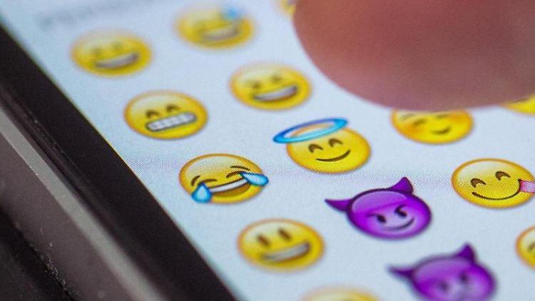 Das Emoji des Jahres lacht und weint vor Freude. Foto: Matthias Balk