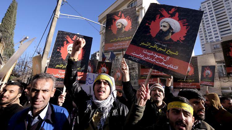 protest iran.jpg