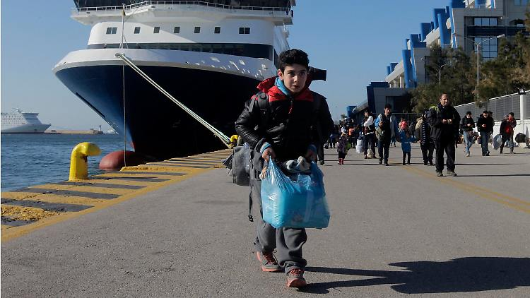 Auf Griechenland kommen nach wie vor täglich 2000 bis 2400 Flüchtlinge an.