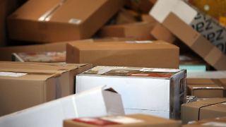 Paketkunden haben einen Anspruch auf eine zuverlässige Lieferung. Geht beim Paketdienst etwas schief, können sie sich auf der Plattform www.paket-ärger.de beschweren. Foto: Oliver Berg