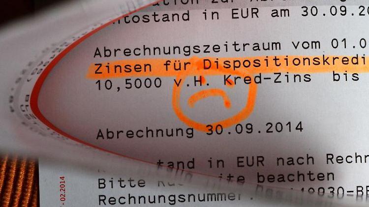 Durch ein neues Gesetz sollen Bankkunden besser vor hohen Dispozinsen geschützt werden. Foto: Jens Kalaene