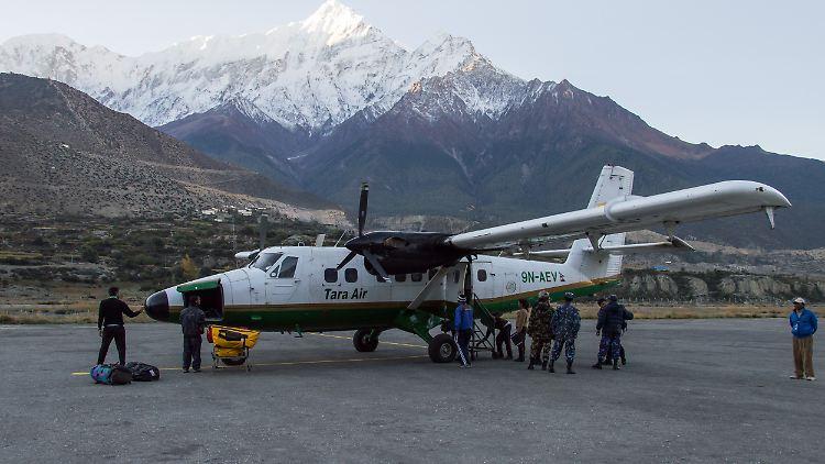 Alle 23 Insassen Getötet Propellermaschine In Nepal Abgestürzt N