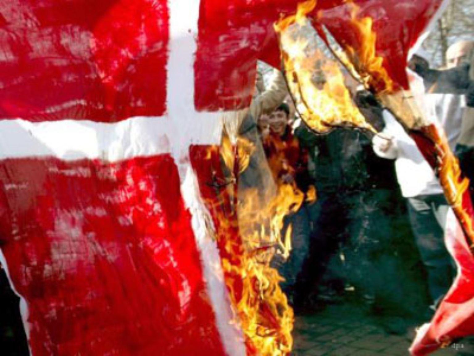 In der muslimischen Welt brennt Dänemarks Flagge. Die dänische Zeitung