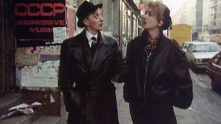 03_Mark Reeder und Muriel Gray vor dem SO 36, 1983.jpg