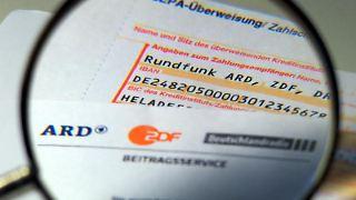 Empfänger staatlicher Leistungen können sich per Antrag von der Pflicht der Rundfunkgebühr befreien lassen. Foto: Arno Burgi