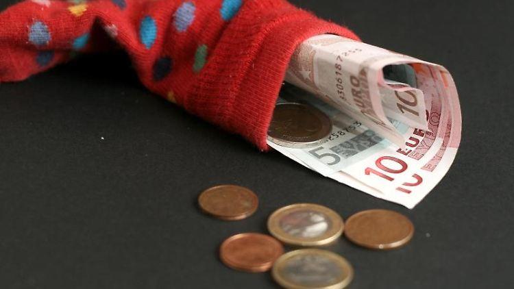 Für Sparer bedeutet Festgeld eine verlässliche Rendite - und bringt noch mehr Vorteile mit sich. Foto: dpa-infocom