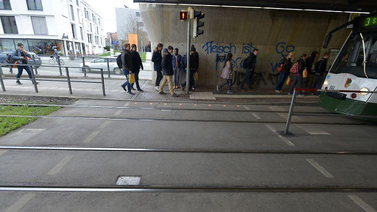 2016_04_19_Lichtsignal_Boden_Haunstetter Straße_1.jpg