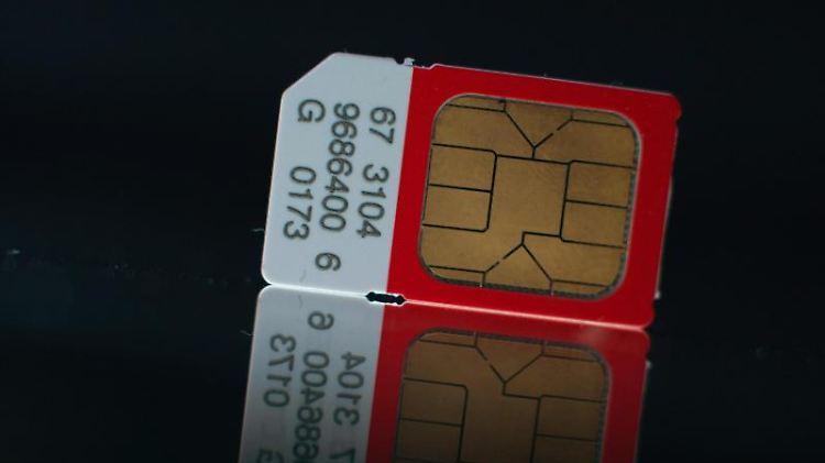 Fürs Zweithandy eignen sich Prepaid-SIM-Karten nur bedingt. Denn die meisten müssen regelmäßig aufgeladen werden. Mit bestimmten Verträgen fährt man meist besser. Foto: Jochen Lübke