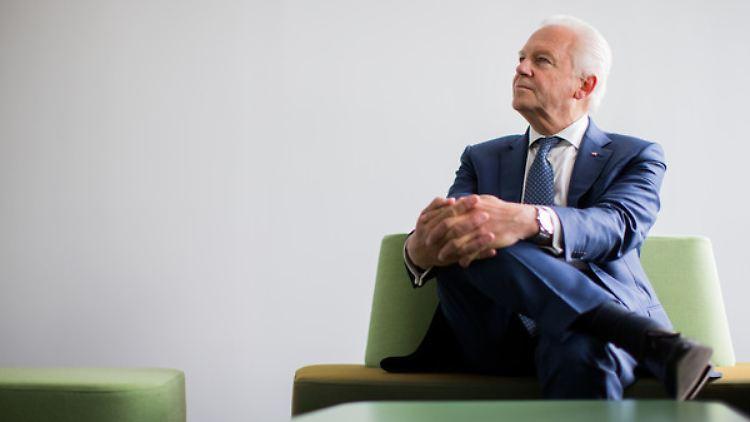 Bahn-Chef Rüdiger Grube möchte Züge zukünftig nur noch aus einer Betriebzentrale steuern lassen.