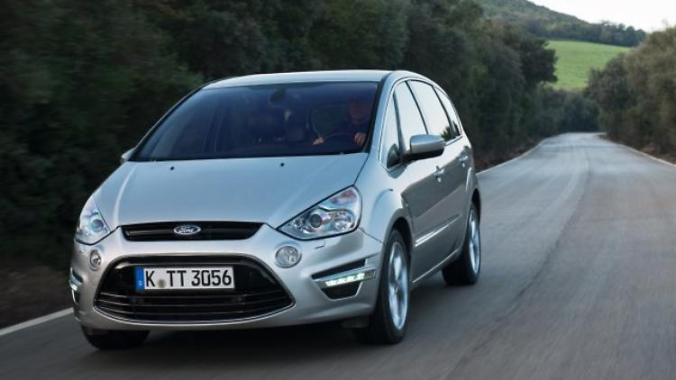 Ford S-Max Front.jpg