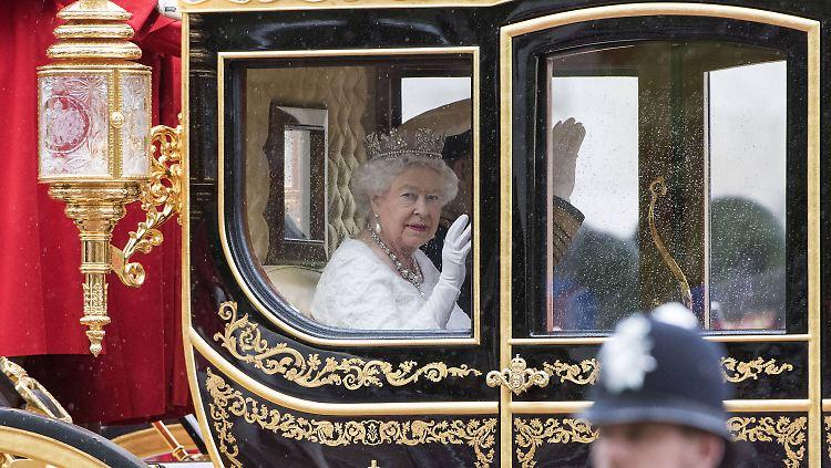 queenbye.jpg