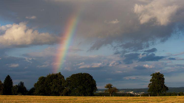 Erst Sonne, dann Schauer: im Süden fallen die Regengüsse aber stärker aus.