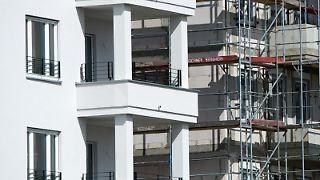 Manche Käufer wollen eine Eigentumswohnung nicht selber nutzen. Eine vermietete Immobilie kann eine stabile Rendite bringen. Dafür muss ein Kauf aber gut geplant werden. Foto:Andrea Warnecke
