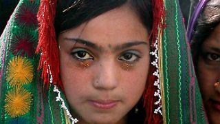 Eine Kinderbraut in Afghanistan. Dort werden Mädchen häufig bereits im Alter von 10 Jahren verheiratet.