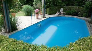 Es muss kein großer Pool sein:Auch ein kleinesTauchbecken kann einen Garten bereichern. Foto:BLV Buchverlag/Daniela Toman