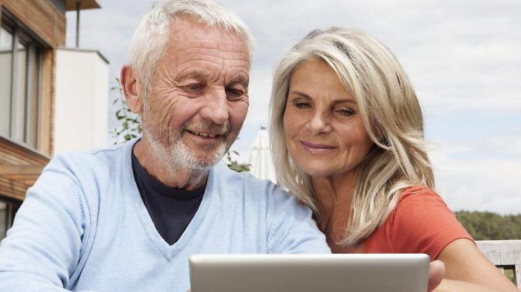 Wer mit über 50 noch mal ein Haus errichtet, kann dieses perfekt auf die Anforderungen im höheren Alter anpassen.jpg
