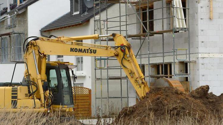 Haben Bauherren den Verdacht, dass die Baufirma vor einer Insolvenz steht, sollten sie eine Vertragsauflösung gut abwägen. Hohe Kosten können dabei entstehen.jpg