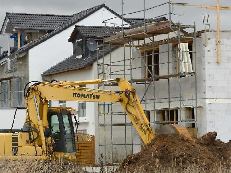 Eigenleistung kostet Zeit: Geld sparen beim Hausbau - n-tv.de