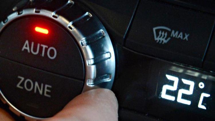 Vor dem Einschalten der Klimaanlage sollte man erst einmal richtig durchlüften, in demman Fenster und Türen öffnet. Foto: Franziska Kraufmann