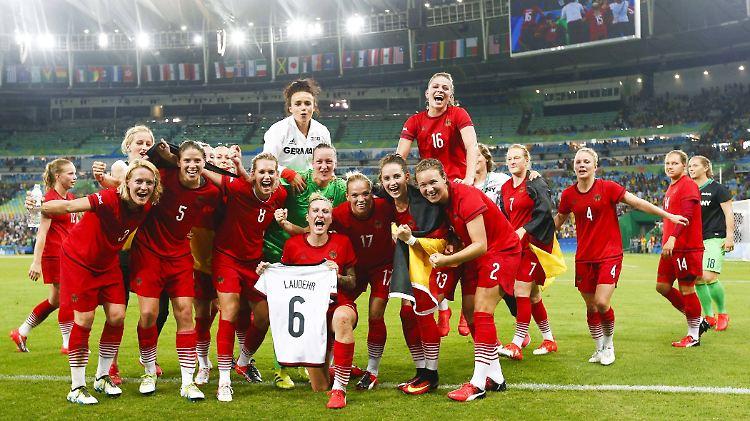 Olympischer Titel Traum Wird Wahr Fussballerinnen Kronen