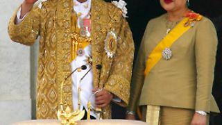 Der thailändische König feiert. Vor genau 60 Jahren hat er den Thron bestiegen. Und weil er mittlerweile der wohl dienstälteste Monarch der Welt ist, ...