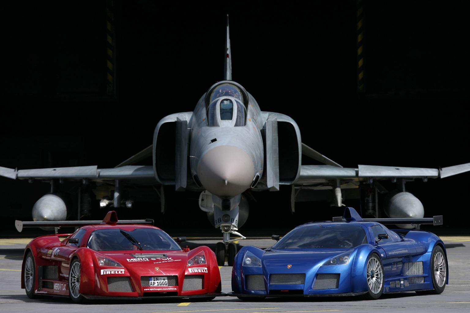 2_Apollos_(Prototype)_with_F-4_Phantom.jpg