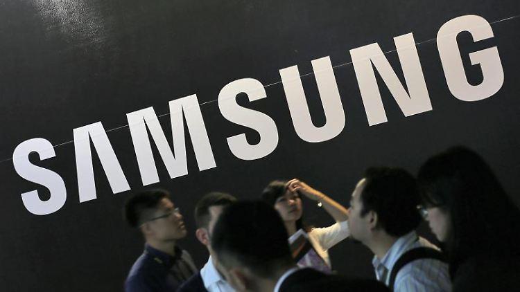 Samsung will dem Erzrivalen Apple das Feld bei Computeruhren nicht überlassen. Foto: Ritchie B. Tongo