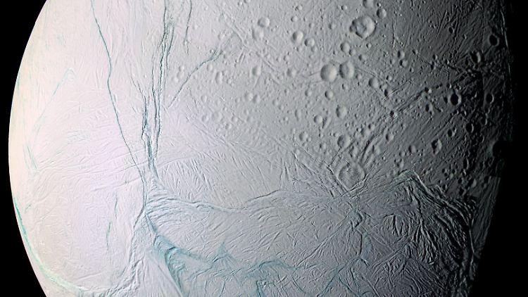 Enceladus_Saturn.jpg