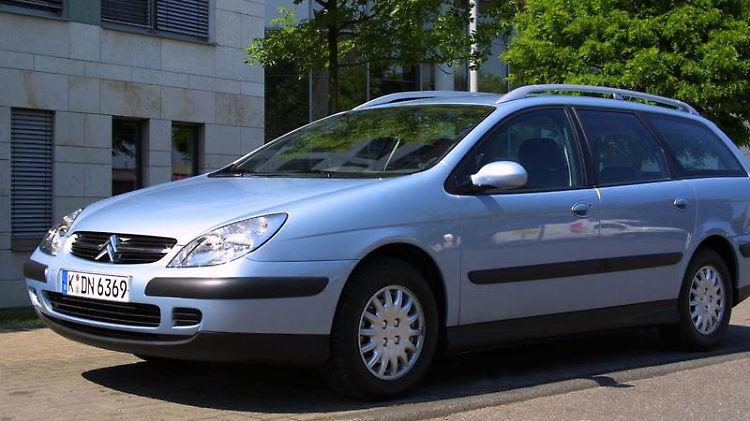 Störungen im Motor, defekte Benzinpumpen: Vorrangig die Baujahre 2001/2002 des Citroën C5 erforderten ADAC-Panneneinsätze. Ab 2004 wurde der französische Mittelklassewagen zuverlässiger. (Bild: Citroën/dpa/tmn)