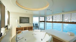 13_G_Owner_Suite__Whirlpool_Daybed_HLKF_MS-EUROPA-2_Owner-Suite_5654.jpg