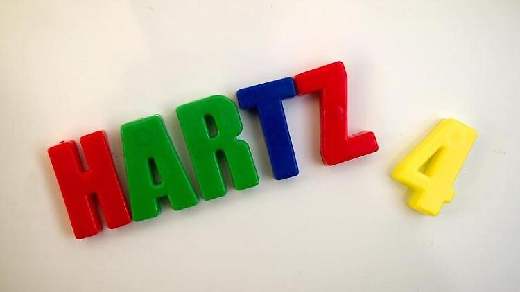 Wer als Hartz-IV-Empfänger Vermögen verschweigt, muss nun mit Bußgeldern rechnen. Foto: Arno Burgi