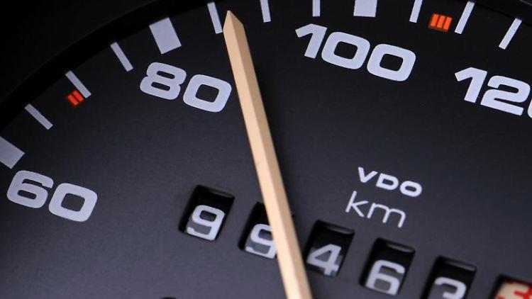 Tachometer mit Kilometeranzeige