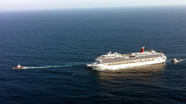 Cruise_Ship_Fire_LA104.jpg5687708177949925166.jpg